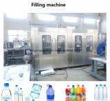 Ligne remplissante recouvrante de mise en bouteilles de cachetage d'emballage d'animal familier de boisson automatique de bouteille