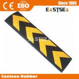 黒く及び黄色カラーゴム製C形の壁の保護装置