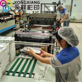 2016 يقف [نو برودوكت] فوق صنبور يعبّئ حقيبة الصين ممون