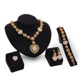 方法ブレスレットのイヤリングのリングの水晶チョークバルブのネックレス4 PCSの一定の宝石類