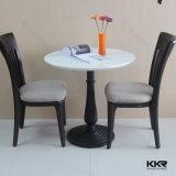レストランの家具の円形の黒い石造りのダイニングテーブル