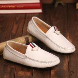 Zapatos de cuero cómodos de los hombres