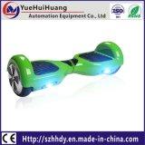 電気スクーターのバランスをとっている普及した2つの車輪の自己