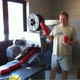 Eine Jahr-Garantie-Wurst, die Maschine herstellt