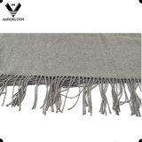 El llano del color sólido de las mujeres controló el abrigo del mantón de la bufanda del algodón