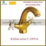 Faucet sanitário da cozinha dos mercadorias do punho transversal dourado