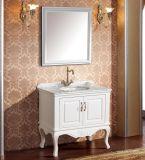 標準的で白いペンキの純木の浴室の虚栄心