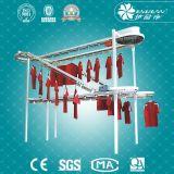 Transporte comercial da fome da lavanderia, linha industrial do transporte da roupa