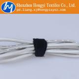 Черные связи кабеля крюка и велкроего петли