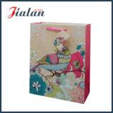 La corda del nastro personalizza il sacchetto di carta poco costoso del regalo di scintillio di alta qualità