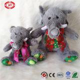 Les gosses de cadeau de Noël de peluche d'éléphant ont bourré le beau jouet mignon mou