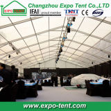 Im Freienausstellung-Zelt für Messe