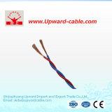 Casa isolada PVC que prende o único fio elétrico encalhado contínuo do condutor de cobre