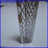 Talon faisant le coin de mur de pierres sèches de matériau de construction en béton de construction