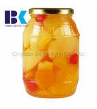 Os pêssegos, peras, maçãs, cerejas, laranjas e outras frutas, enlataram