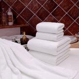 柔らかい多色刷りのホテルの浴室タオル