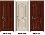 باب صلبة خشبيّة مع تصميم طريفة