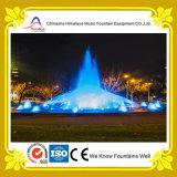 Fontana rotonda esterna del raggruppamento con i raggi luminosi interattivi