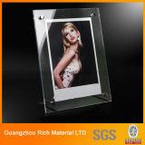 O dobro toma o partido frame acrílico da foto para o indicador do retrato