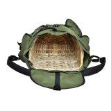 등나무 바구니를 가진 어업 버섯 책가방