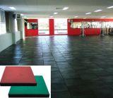 カラーDifferenの厚さのゴム製タイル張りの床のマット