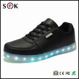 형식 단화 남자 형식 LED 단화가 신식 LED에 의하여 구두를 신긴다