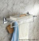 목욕탕 크롬에 있는 부속 수건 선반