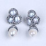 La gemme blanche normale de perle balancent des boucles d'oreille avec les boucles d'oreille de Druzy de perle pavées par Zircon en cristal