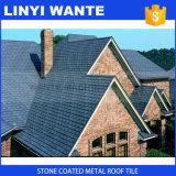 多彩な石の上塗を施してある金属の屋根瓦