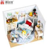 Casa de boneca de madeira de DIY com mobília para a criança