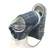 新しいデザインのPVC Outsoleが付いている洗浄デニムの靴