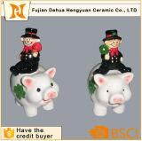 Estatuilla de cerámica de la gente de la chimenea con el arte hecho a mano del diseño del cerdo