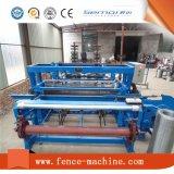 Machine de tissage sertie de treillis métallique