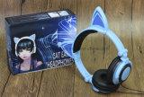 Hete de fabriek verkoopt de Vouwbare Stereo Gloeiende Hoofdtelefoons van het Oor van de Kat
