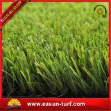 Erba artificiale del tappeto erboso per i giardini delle case che modific il terrenoare il tappeto erboso artificiale dell'erba