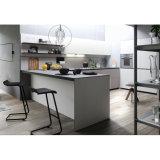 マットの白いラッカーL字型新式の小さい食器棚の台所家具
