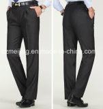 人の黒いウールのズボン