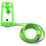 O cabo cobrando o mais novo do USB com o suporte do carrinho para o iPhone 5/6