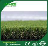 인공적인 잔디를 정원사 노릇을 하는 35mm 고품질