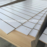 15mm Thickness White Color Melamine Slatwal/Slot Mdfl Panel (7개의 가득 차있는 슬롯)