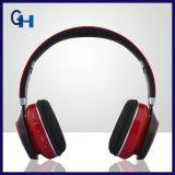 Auriculares plegables sin hilos estéreos de Bluetooth con el micrófono