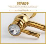 Kies Mixer van het Bassin van de Diamant van het Messing van de Luxe van het Handvat de Gouden (uit zf-M31)