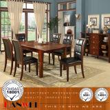 A sala de jantar ajusta a mobília de madeira da cadeira e da tabela