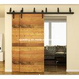 納屋の木製のドアのハードウェアの引き戸のハードウェアを滑らせるバイパス