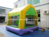 Aufblasbares grünes springendes Prahler-Haus