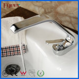 El grifo del cuarto de baño del cromo de Fyeer golpea ligeramente el grifo de calidad superior del lavabo con el canalón largo