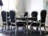 Una Tabella pranzante delle 10 persone con il centro girante