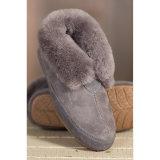 自然な羊皮の女性の偶然靴によっては履物が家へ帰る