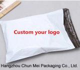 Zoll-weißer Polyausdrücklichbeutel mit dem Firmenzeichen gedruckt