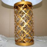 Métal en laiton simple européen découpant la lampe antique de table de nuit d'hôtel